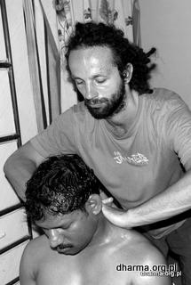 ajurwedyjski masaż karku